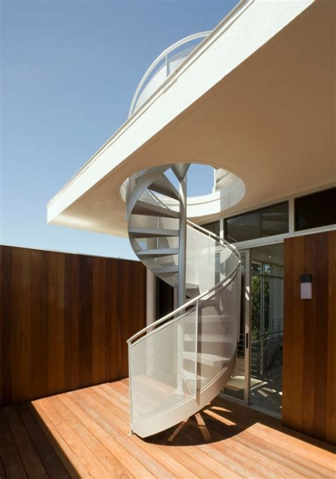 15 Outstanding Mid-Century Modern Staircase Designs To