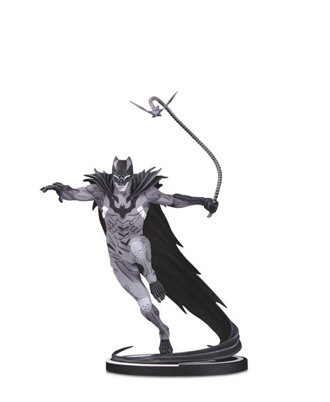 New Actions Figure Stands, Statues and a Batman Cowl in DC