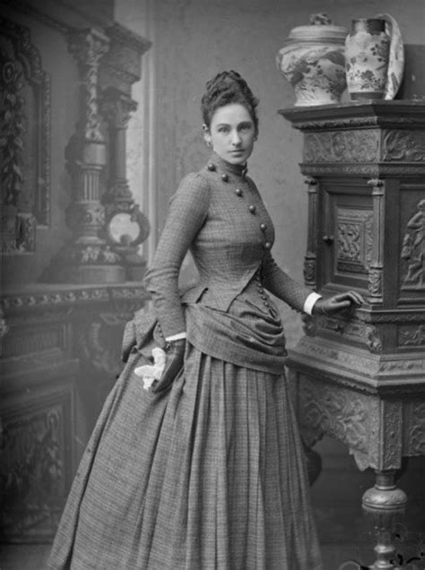 25 Glamorous Photos of Victorian Women That Defined