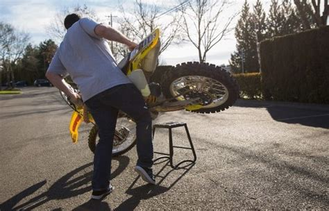 How to Put a Dirt Bike on a Stand? 7 Best Methods by Lastcart
